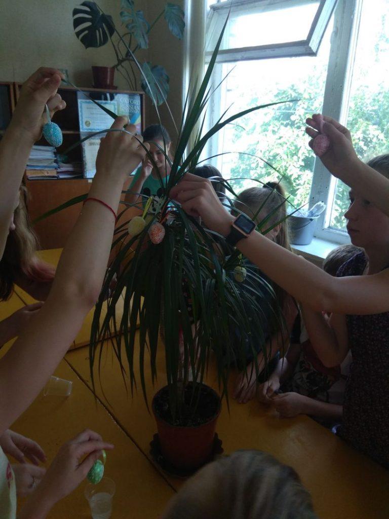 Wir schmücken einen Osterbaum